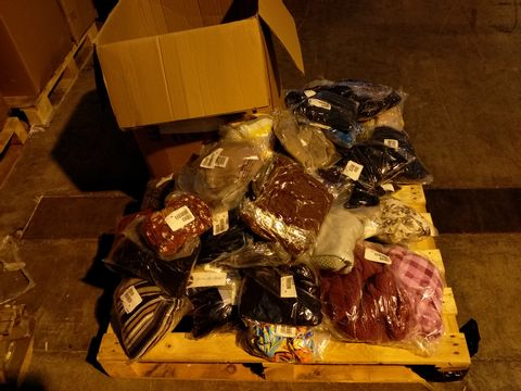 Lot 10711 BOX OF 69 ASSORTED CLOTHING ITEMS