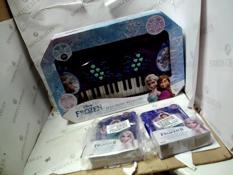 Lot 15041 LOT OF 3 TOYS TO INCLUDE 2X ELSA 5TH ELEMENT FEATURE NECKLACE AND FROZEN 3 KEYBOARD RRP £63.97