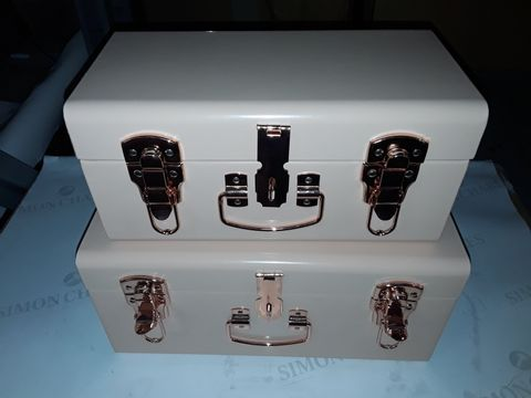 Lot 8067 BUNDLEBERRY BY AMANDA HOLDEN SET OF 2 MINI TRUNKS WITH ROSE GOLD FITTINGS
