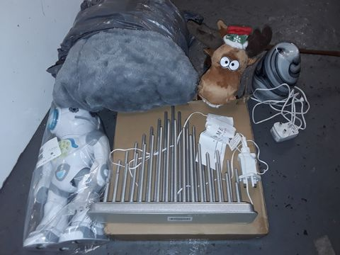 Lot 3014 LOT OF 5 ASSORTED HOUSEHOLD ITEMS TO INCLUDE HEATED GREY BLANKET, POWERMAN ROBOT, AROMA DIFFUSERS AND SEASONAL LIGHT
