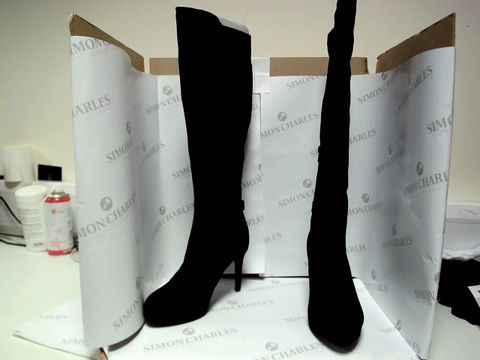 Lot 13047 BOXED PAIR OF DESIGNER ROBERTO VIANNI - UK SIZE 5