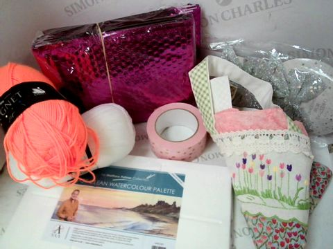 Lot 532 CRAFT ITEMS INC WOOL, PALETTE, DECOR BOWS, TAPES