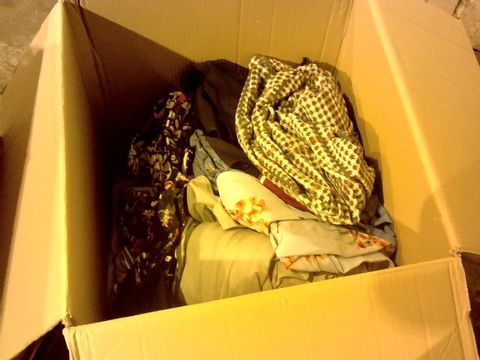 Lot 2253 LARGE BOX OF ASSORTED CLOTHING ITEMS