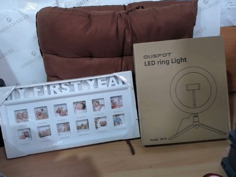 Lot 2040 MEDIUM LOT OF ASSORTED HOUSEHOLD ITEMS TO INCLUDE: OUSFOT LED RING LIGHT, MY FIRST YEAR PHOTO FRAME, OUTDOOR/INDOOR BENCH CUSHION WITH TIES X2