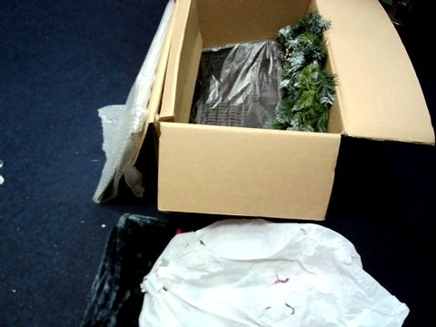 Lot 7639 LOT OF APPROXIMATELY 7 ASSORTED ITEMS TO INCLUDE WREATHS, PET ACCESSORIES ETC