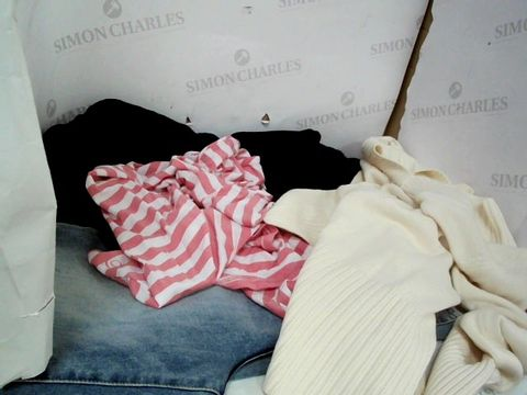 Lot 8650 LARGE QUANTITY OF DESIGNER CLOTHES TO INCLUDE JEANS, JUMPERS WITH CROCHET PATTERN ON ARMS AND SOME SUMMER VESTS IN VARIOUS COLOURS