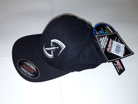 Lot 90 FLEXFIT COOL & DRY MESH CAP IN BLACK - L/XL