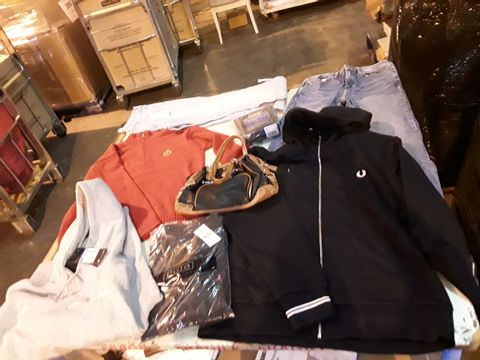 Lot 13526 CAGE OF ASSORTED DESIGNER ADULTS CLOTHING TO INCLUDE: RALPH LAUREN JUMPER, TOPSHOP JEANS, FRED PERRY ZIP-UP HOODED TOP, NIKE HOODED TOP, RALPH LAUREN UNDERWEAR, CK UNDERWEAR, NIKE TROUSERS