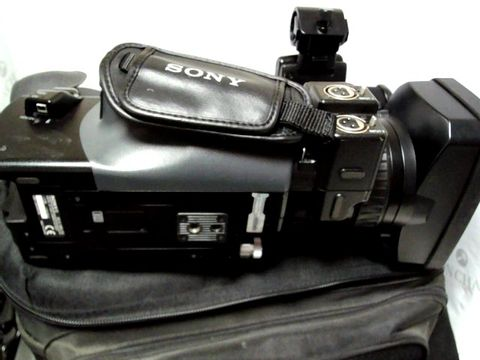 Lot 223 SONY HVR-ZIE DIGITAL HD VIDEO CAMERA RECORDER WITH KIT BAG