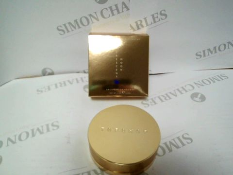 Lot 17503 A BOX OF APPROXIMATELY 35 BRAND NEW CRESENT MOON POWDER HIGHLIGHTER