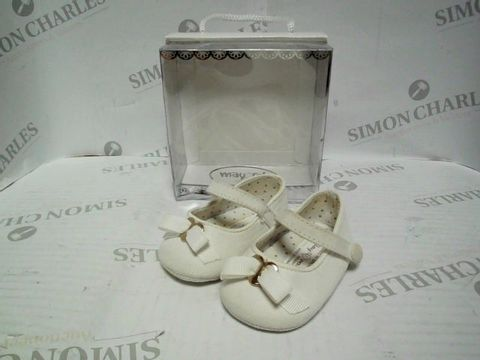 Lot 1060 MAYORAL NEWBORN BABY GIRL SHOES