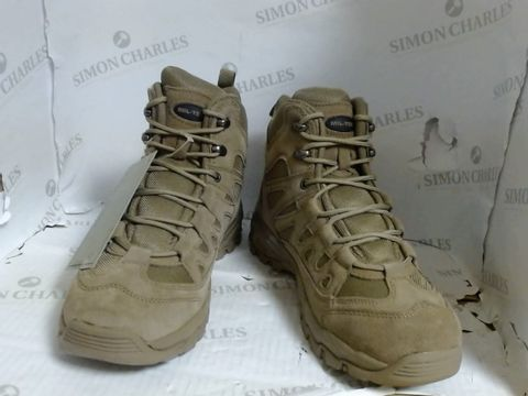 Lot 4738 BOXED PAIR OF MIL-TEC SQUAD BOOTS - SIZE 9