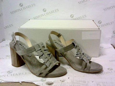Lot 8021 BOXED PAIR OF MANAS HIGH HEEL SHOES SIZE 39