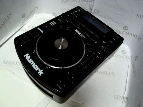 Lot 8140 NUMARK NDX500 - STANDALONE USB / CD PLAYER AND SOFTWARE CONTROLLER WITH TOUCH-SENSITIVE JOG WHEEL